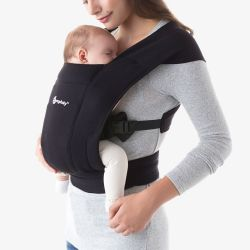 Embrace Newborn Carrier / Black